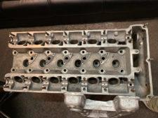 2000GTエンジン ヘッドの写真