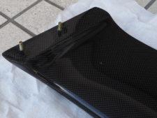 スポイラー|車体取り付け用の埋め込みボルト(別アングル)の写真