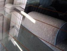 後部座席ヘッドレスト裏側の写真
