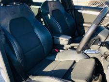 フロントシート運転席の写真