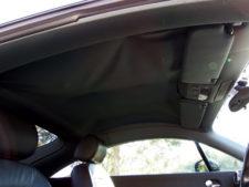 こちらもお約束の天井垂れ有り。ホッチキスで補修の写真