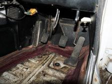 運転席フロアの写真