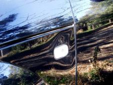左サイドウィンカー付近の凹みの写真