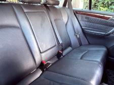 後部座席シートの写真