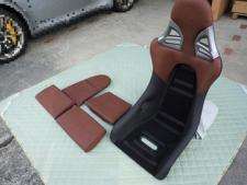 フロントシート1脚のパーツを示しますの写真