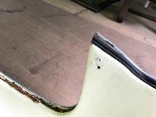 右リヤピラー穴の写真